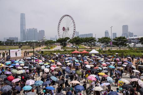 Hong Kong in rivolta: occupato l'aeroporto, cancellati i voli