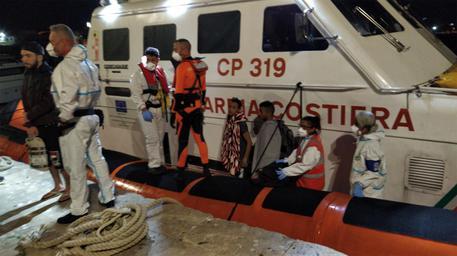 Open Arms: minacce suicidio a bordo, aprire subito porto Lampedusa