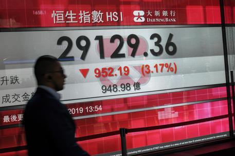Borsa, Hong Kong debole in avvio