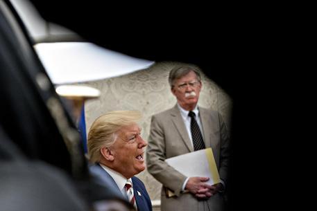 Usa, Trump licenzia il falco Bolton: