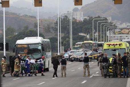 Brasile, 18 persone in ostaggio su un bus a Rio de Janeiro