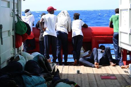 Ocean Viking sbarcherà a Malta, migranti in 6 Paesi