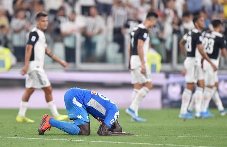 Calendario Napoli E Juve A Confronto.Serie A Juventus Napoli 4 3 Autogol Di Koulibaly Al 93