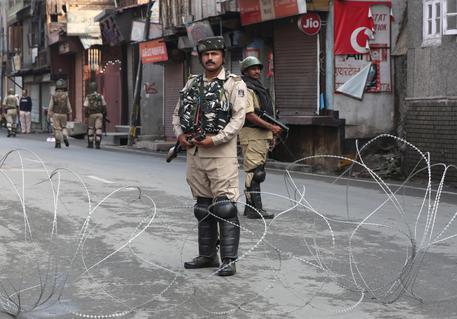 Cina, 'India inaccettabile sul Kashmir'