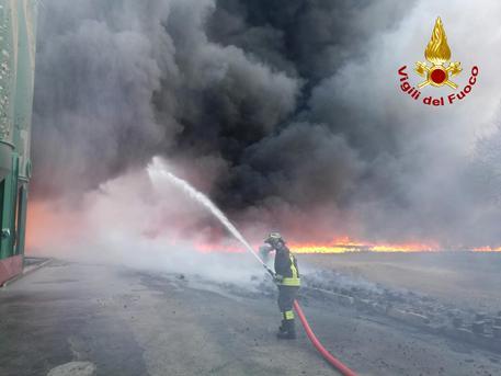 Foto Incendio Avellino © ANSA