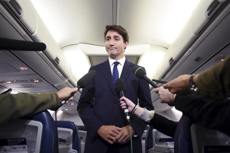 In foto con il volto dipinto di nero, Trudeau si scusa