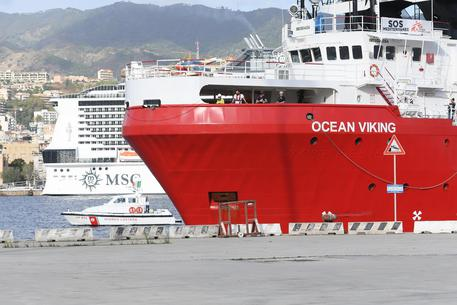 A Messina sbarcati migranti dalla Ocean Viking$
