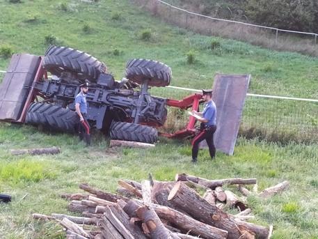 Incidenti sul lavoro: 21enne muore schiacciato da trattore © ANSA