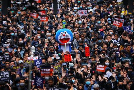 Hong Kong: migliaia in marcia anche il giorno di Capodanno