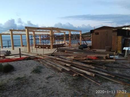 """Mega chiosco"" Isola Rossa, allarme Grig"