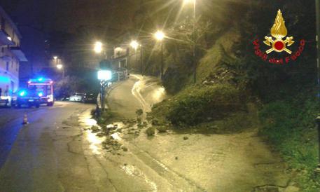 Frana nel Nuorese, chiusa strada