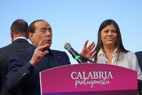 Berlusconi: 'Santelli brava, ma non me l'ha mai data', è polemica