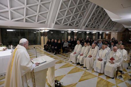 Papa Francesco, super battuta ad una suora: