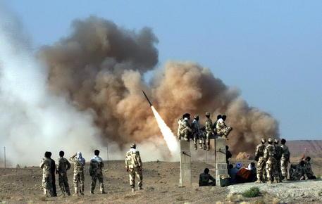 Impennata del prezzo del petrolio dopo l'attacco dell'Iran alle basi militari
