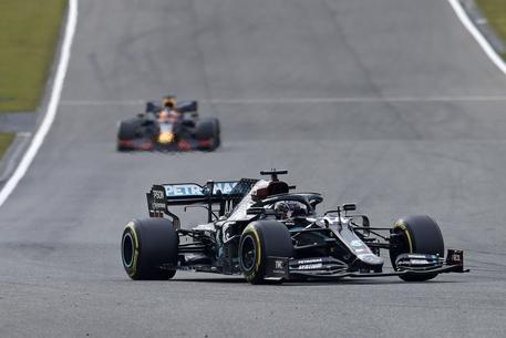 Mercedes, un caso di positività nel team