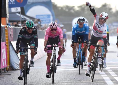 Giro d'Italia, Gaviria positivo al Covid per la seconda volta