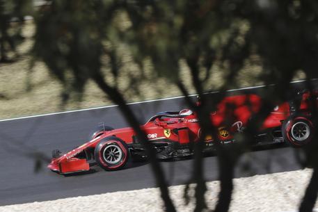 F1, Hamilton trionfa in Portogallo. Leclerc quarto