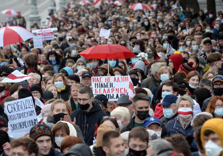 Bielorussia, almeno altri 100 arresti alle proteste anti-Lukashenko