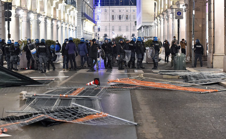 Anti-restriction protests turn violent in Italy, Spain