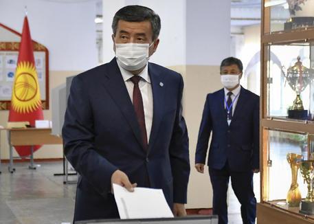 Kirghizistan, il presidente Jeenbekov e il premier Boronov sono scomparsi