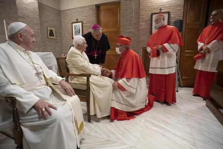 Benedetto XVI non parla più, l'ammissione del cardinale maltese Grech
