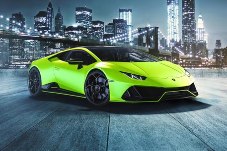 Lamborghini Huracán EVO Fluo Capsule: supercar audace ed elegante