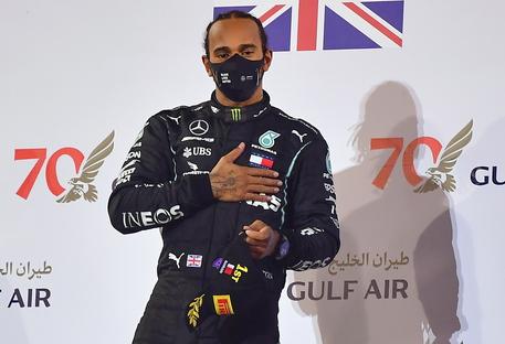 Gp Bahrain, pole position per Lewis Hamilton