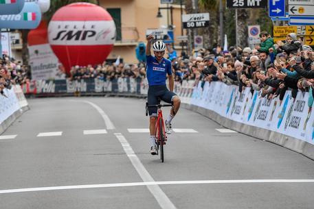 Ciclismo, Giulio Ciccone trionfa al Trofeo Laigueglia 2020