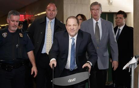 Harvey Weinstein condannato per violenza sessuale e stupro