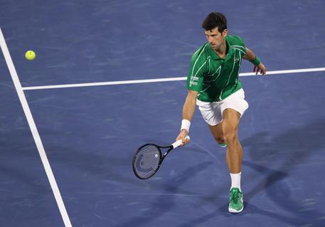 Novak Djokovic dona 1 milione di euro alla Serbia per respiratori