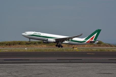 Atterraggio Alitalia inatteso a Londra - Europa