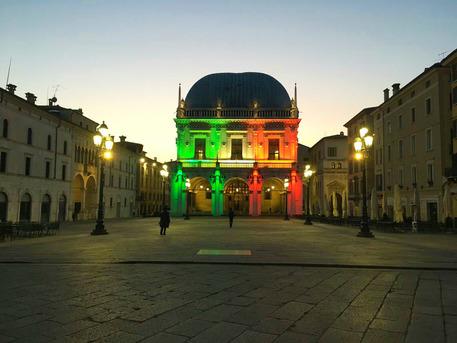 Bergamo e Brescia, lo striscione dell'amicizia strappato nella notte