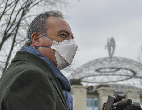 Coronavirus, nuova ordinanza della Lombardia: in giro solo con protezione al volto