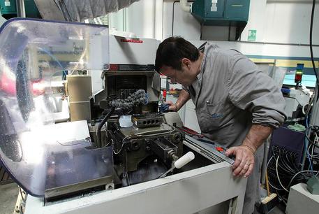 Industria: produzione giugno +8,2%, su anno -13,7%