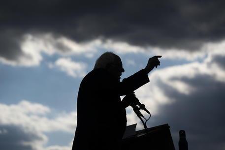 Sanders si ritira da campagna elettorale