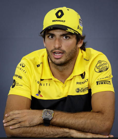 Ferrari signs up Carlos Sainz for 2021 and 2022!