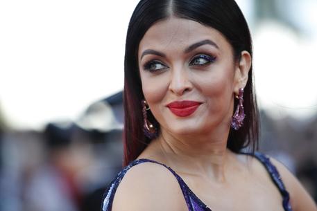 Coronavirus, la regina di Bollywood Aishwarya Rai ricoverata d'urgenza con la figlia