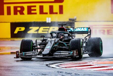 F1, GP Ungheria 2020: dominio Hamilton, Verstappen 2°. Vettel e Leclerc doppiati