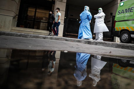 Coronavirus, altri 15 morti e 129 nuovi casi