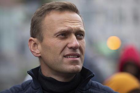 Russia, Aleksey Navalny ricoverato d'urgenza in ospedale per intossicazione: è in coma
