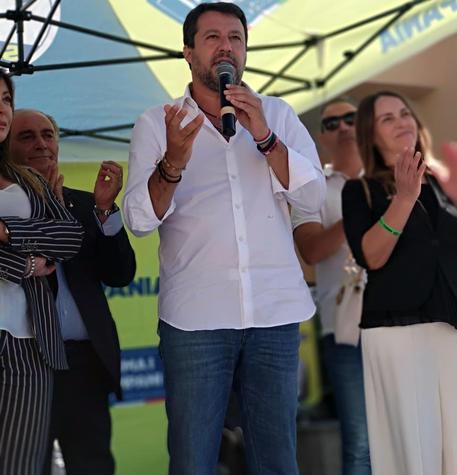 Referendum: Salvini, 'nostra posizione per sì, non siamo né bocciofila né caserma'