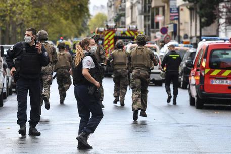 Parigi, attacco vicino all'ex sede di Charlie Hebdo: quattro accoltellati
