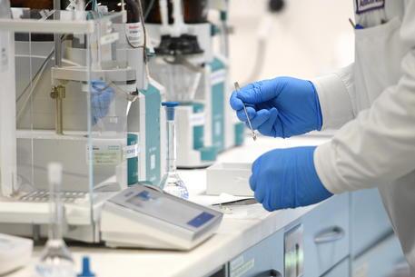 Va ridimensionata la sospensione del vaccino AstraZeneca per il Covid