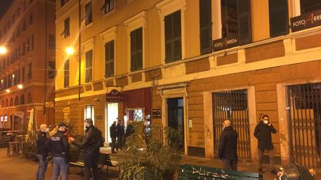 Genova, donna uccisa a coltellate nel suo negozio