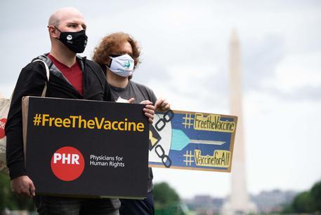 Svolta Biden, sì alla revoca dei brevetti per i vaccini
