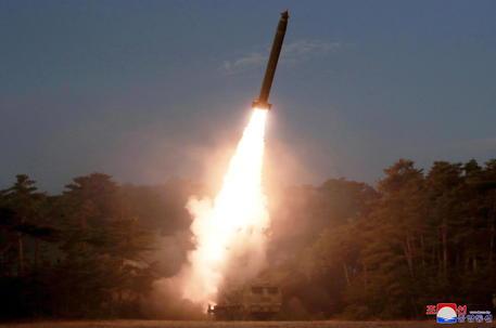 Il test di un nuovo missile antiaereo © EPA