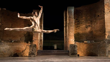 A moment of ''Roberto Bolle and Friends