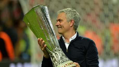United conquista Europa League