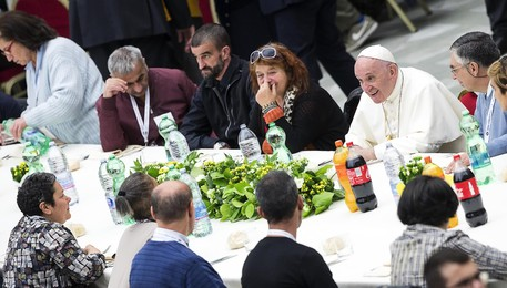 Pope Francis has lunch with needy people(ANSA)
