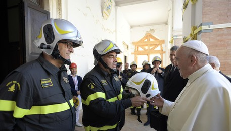 Pope Francis visits the church of Santa Maria in Via (ANSA)